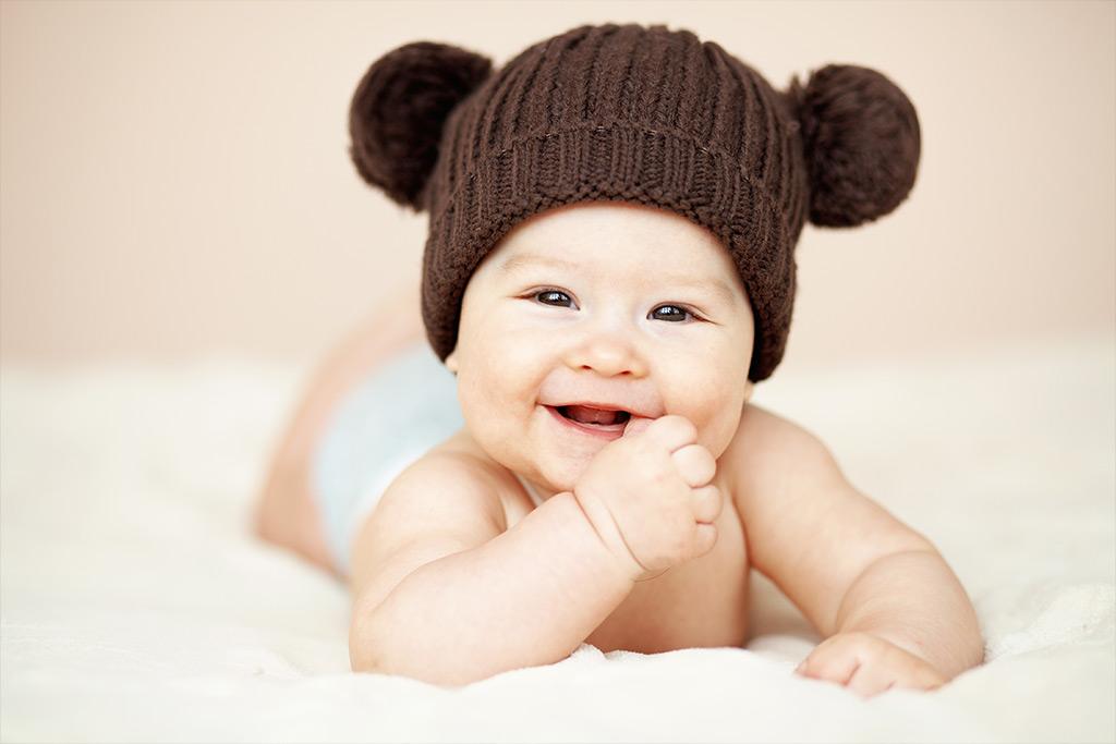 Βρέφος χαμογελάει, υδροκήλη στα παιδιά