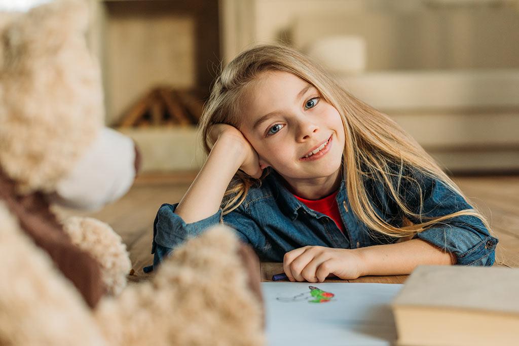 Χαμογελαστό κορίτσι με Κύστη Ωοθήκης