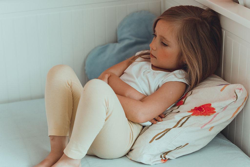 Κορίτσι που υποφέρει από κάποια από τις Παθήσεις Κοιλίας